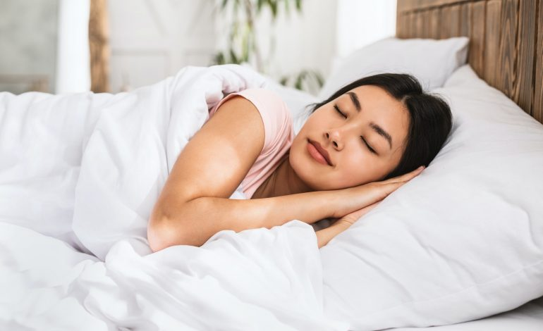 Having trouble falling asleep predicts cognitive impairmentin later life